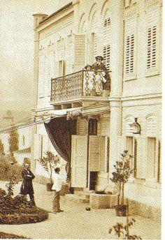 Elisabeth on the balcony with Gisela and Rudolf
