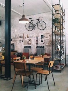 n industrial loft design was meant for an artist and it combines the best of both worlds. A living area and a workshop. This industrial interior loft is a wonde Restaurant Design, Deco Restaurant, Vintage Restaurant, Restaurant Branding, Home Interior, Interior Architecture, Interior And Exterior, Interior Livingroom, Exterior Design