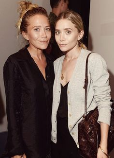 Mary-Kate and Ashley Olsen [Photo by Steve Eichner] Mary Kate Ashley, Mary Kate Olsen, Pretty People, Beautiful People, Olsen Twins Style, Olsen Sister, Fashion Gone Rouge, Ashley Olsen, Messy Hairstyles