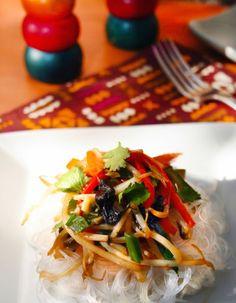 Esta vez te traemos un plato fresco, versátil y además apto para personas celiacas. El Pad Thai tal vez es el plato más popular de la co...