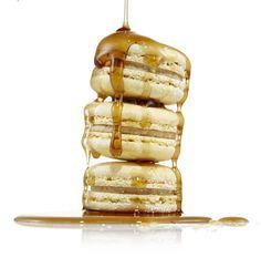 Cinnamon French Toast Macaron - More syrup please! www.danasbakery.com