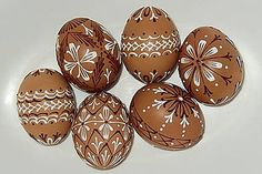 Kraslice Čokoláda so šľahačkou / kei - SAShE. Egg Shell Art, Diy And Crafts, Arts And Crafts, Egg Art, Egg Shells, Happy Easter, Easter Eggs, Hand Painted, Create