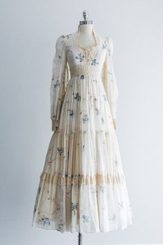 Boho Floral Maxi Dress - S - abba party for a Old Fashion Dresses, Old Dresses, Vintage Dresses, Vintage Outfits, Vintage Fashion, Fashion Outfits, 1950s Fashion, Vintage Clothing, 1970s Dresses