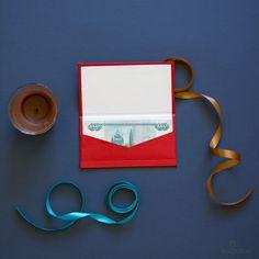 Подарочный конверт для денег. Выполнен из переплетного картона и фактурной бумаги. Фиксирующим элементом в закрытом положении являются магниты. Сделать заказ на сайте rozbox.ru