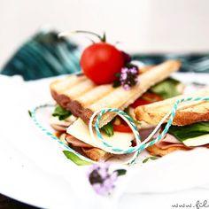 http://ift.tt/2qqrALG So ein Sandwich das wär' jetzt ein Frühstück nach meinem Geschmack  Bringst du mir vorbei? Das Rezept findest du auch auf dem Blog #linkinbio Dankeeee  . Solange begebe ich mich langsam (wirklich langsam weil Knirpsens Viren geerbt) zum PC und hole die letzten zwei Tage nach. Das wird was heute  . Ich wünsche dir einen besseren Mittwoch  . . #filizity #lifestyle #blogger_de #koblenz #germanblogger #nichtaufmeinemteller #hachz