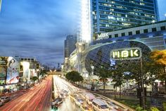Going to Bangkok? Check out this guide for the seven main areas to stay in Bangkok and find out their pros and cons.