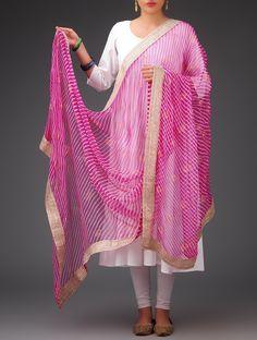 Simple chiffon dupatta.. Read more http://fashionpro.me/choosing-dupatta-complement-outfit