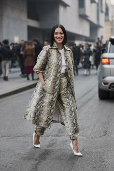 See the best street style captured at Milan Fashion Week Autumn/Winter Street Style Edgy, Spring Street Style, Dope Fashion, Cool Street Fashion, Swag Fashion, Fashion Pants, Style Fashion, Mens Fashion, Style Casual