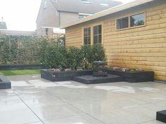 Douglas overkapping, nieuwe sierbestrating en nieuwe aanplant particuliere tuin.