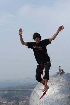 Highline, Tancrede from the Skyliners in Belgium, with Slack.fr!  — at Atomium.