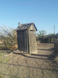 Old Outhouse | Old outhouse