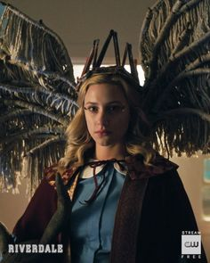 Their king is dead. Long live the queen. Stream the midseason finale on The CW App. Link in bio. Betty Cooper Riverdale, Riverdale Betty, Bughead Riverdale, Riverdale Archie, Vanessa Morgan, Lilli Reinhart, I Dont Fit In, Netflix, Queens