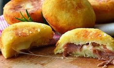 Bombs potatoes with ham and provolone quick recipe Think Food, I Love Food, Good Food, Yummy Food, Greek Recipes, Italian Recipes, Cooking Time, Cooking Recipes, Creative Food