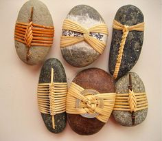 Cane wrapped rocks by Basketeer: http://wp.me/p2yi3T-97L Rocas forradas de bejuco