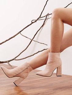 To find out about the Point Toe Side Zip Chunky Boots at SHEIN, part of our latestBoots ready to shop online New Arrivals Dropped Daily. Thigh High Boots Heels, Knee Boots, Heeled Boots, Women's Boots, Chunky Boots, Chunky Heels, Chevron, Pointed Toe Heels, Leggings