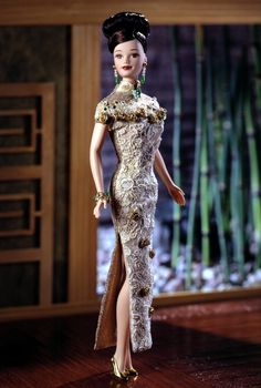 Golden Qi-Pao Barbie. Limited Edition.  RD:1/1/1998.  PC:20866.