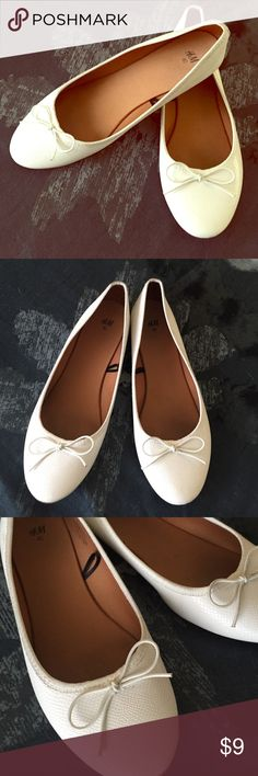 H&M white Flats Shoes💕 ADORABLE lovely H&M white flats used couple of times still look great a lil stain inside & at the bottom but fairly white clean & no damage❤️ H&M Shoes Flats & Loafers