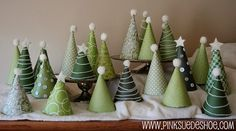Juletræer af omvendte kræmmerhuse - her brugt som gemmested til pakkekalender / Christmas trees in paper