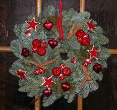 Weihnachtlicher Türkranz selber machen
