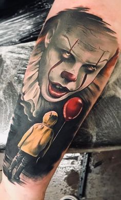 Evil clown tattoos reflect the darker side of human nature. Clowns sometimes represent fear and fright. Evil Clown tattoos that you can filter by style, body part and size, and order by date or score. Evil Clown Tattoos, Scary Tattoos, Pin Up Tattoos, Body Art Tattoos, Tattoo Drawings, Hand Tattoos, Cool Tattoos, Geek Tattoos, Tattoo Sleeve Designs