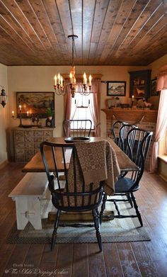 Farmhouse dining chairs wood ceilings 20 New Ideas Primitive Homes, Primitive Dining Rooms, Country Dining Rooms, Primitive Kitchen, Primitive Decor, Primitive Country, Prim Decor, Farm House Dinning Room, Primitive Christmas