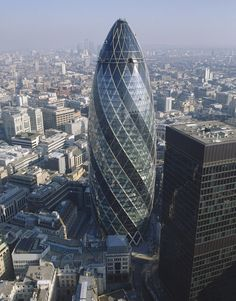 Idea Swiss Re, 30 St Mary Axe by Foster + Partners Movement In Architecture, Amazing Architecture, Contemporary Architecture, Architecture Details, Norman Foster, Gherkin London, Swiss Re, 30 St Mary Axe, Foster Partners