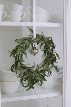bay leaf wreath, simple