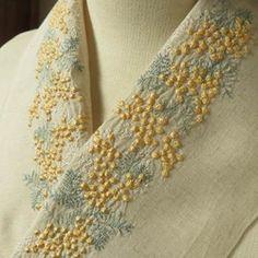 ペタコの販売中作品一覧   ハンドメイド通販・販売のCreema Beaded Embroidery, Gold Necklace, Brooch, Beads, Womens Fashion, Creema, Jewelry, Embroidery, Beading