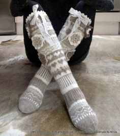 Áhhku - Somat Kukkasukat | Handmade By Minna ♥ Beautiful knitted socks, with flowers and lace. Of course -My Own Design. Original Design© Handmade By Minna Wool Socks, Knitting Socks, Crafts To Do, Yarn Crafts, Snow Bunnies, Knit Crochet, Sewing, Flowers, Handmade