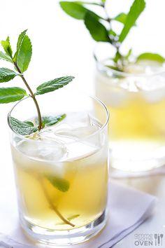 Ginger Beer + Bourbon + Mint = So easy, and SO good! | gimmesomeoven.com #drinks