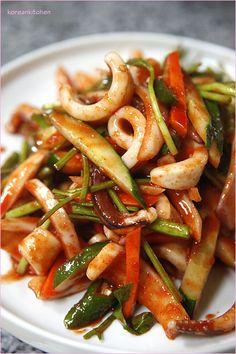 오징어초무침 Ojingeo chomuchim (Sweet & sour spicy squid salad)