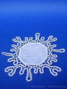 Small snowflake table-cloth, hand-made Idrija bobbin lace and linen