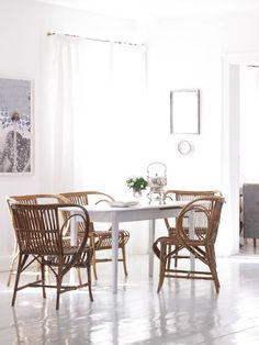 ++The home of Annette Trampedach is a beautiful place of light rooms with an harmonious atmosphere. Welcome to her scandinavian inspired living space.++