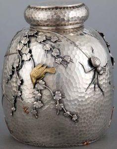 Art Nouveau - Pot à Thé 'Araignée' - Argent Martelé et Métal Doré - Gorham - 1880