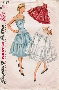 Simplicity 4137 Vintage Sewing Pattern Misses Drop Waist Full Slip, Half Slip, Petticoat, Size 12 Bust 30 Motif Vintage, Vintage Dress Patterns, Clothing Patterns, Vintage Slip, Retro Mode, Vintage Mode, Vintage Outfits, Vintage Dresses, Floral Dresses