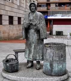 Monumento a la castañera (Orense)
