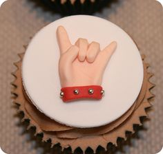 Heavy Metal Cupcake - Love these! Great for Turkey Day! Just Over The Top, Heavy Metal Fashion, Fondant, Rockn Roll, Cupcake Cakes, Cupcake Ideas, Party Treats, Cake Designs, Just Desserts