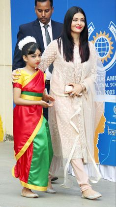 Aishwarya Rai Exudes Elegance As She Gets Snapped With Husband Abhishek Bachchan and Aaradhya Post Her Annual Day - HungryBoo Shadi Dresses, Pakistani Formal Dresses, Indian Gowns Dresses, Girls Dresses, Simple Kurti Designs, Kurta Designs, Indian Designer Outfits, Indian Outfits, Anarkali Dress