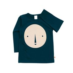 This big face tee is bold and fun! Long sleeves, round neckline and navy-colored base. Shoulder opening with snaps(no shoulder opening for 4Y and higher). 95%
