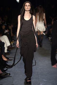 Ann Demeulemeester Spring 2004 Ready-to-Wear Fashion Show - Erin O'Connor, Ann Demeulemeester
