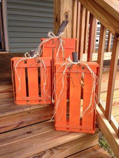 Wood Crate Pumpkins- what a cute fall/ halloween decoration for outside on the steps!DIY Wood Crate Pumpkins- what a cute fall/ halloween decoration for outside on the steps! Halloween Palette, Fall Halloween, Halloween Crafts, Halloween Ideas, Happy Halloween, Halloween Pumpkins, Halloween Porch, Outdoor Halloween, Creepy Halloween