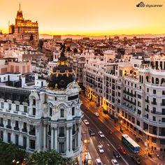 Madrid - Espanha Em Madrid, uma das chocolatarias mais famosas da cidade serve o tradicional e irrecusável churros com chocolate.
