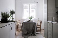 Underbar lägenhet som tar compact living till en helt ny nivå (missa inte sängen!)