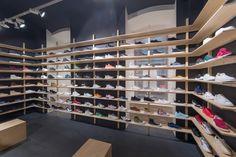 Freshlabels nabízí kurátorovaný výběr oblečení, bot, doplňků adesignu od desítek známých ineznámých značek, foto: Petr Hricko