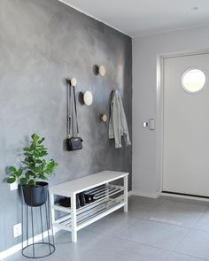 Scandinavian Home muuto dots Hallway Decorating, Entryway Decor, Small Apartment Entryway, Entryway Shoe Storage, Interior Design Living Room, Living Room Decor, Hall Interior, Decoration Hall, Flur Design