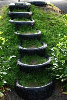 Captivating Diy Garden Decorations Ideas With Used Tires You Can Make It Easily 07 Tire Garden, Garden Paths, Lawn And Garden, Garden Pool, Jardin Decor, Garden Stairs, Old Tires, Car Tyres, Outdoor Playground