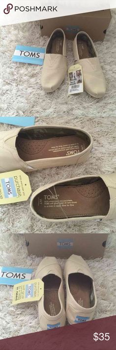 NWT Toms classic canvas shoe size 7 New in box. Toms classic canvas shoe. Size 7.5 also available. Lower on merc️ri :) TOMS Shoes Flats & Loafers