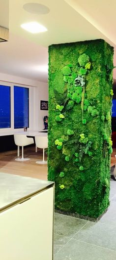 Awesome indoor garden for the wall to seperate the kitchen and dining area by Green Mood! See all 33 tips to improve your home in the article.