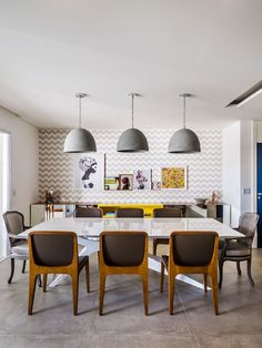 Apartamento de 170 m² tem papel de parede em todos os ambientes (Foto: Ronaldo Rizzutti - Commercial Ph)