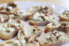 Gorgonzola Cheese Appetizers - This Mama Loves Her Bargains by Johnson Johnson Martin Cheese Appetizers, Appetizer Dips, Yummy Appetizers, Appetizer Recipes, Vegetarian Appetizers, New Years Appetizers, Gorgonzola Cheese, Clean Eating Snacks, Yummy Food